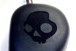 Skullcandy Navigator Headphones - G Style Magazine - Analie - Skull on Ear cup