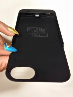 TYLT Energi Sliding Power Case Review iPhone 5 5S and Cases G Style Magazine-bottom of charging case - lightning dock