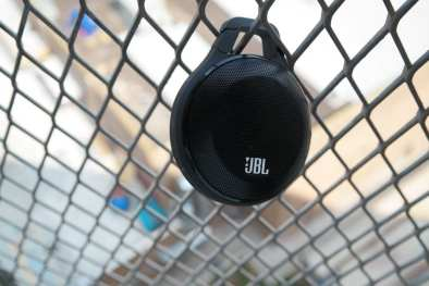 JBL-Clip-Wireless-Speaker-1
