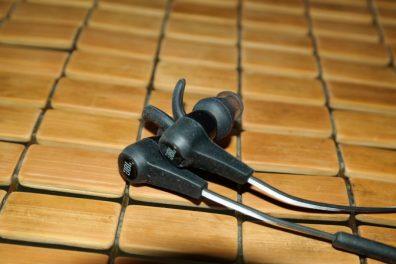 JBL-Synchros-Reflect-BT-Headphones-8
