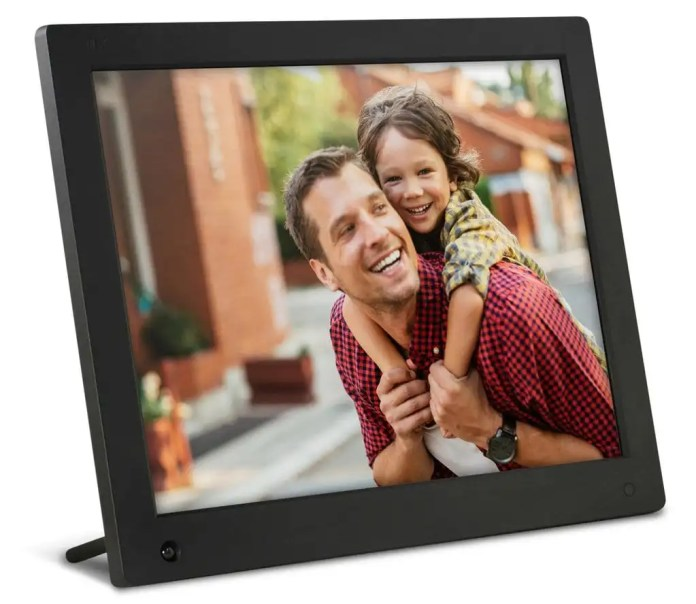 Valentine's Day Gift Guide - NIX Advance Digital Frame - Analie Cruz