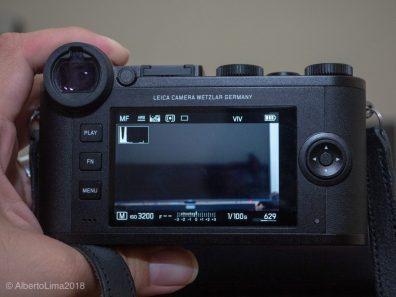 Leica-CL-Rear-Monitor