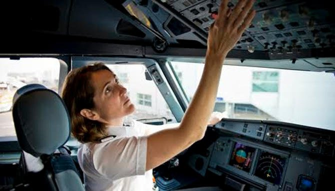 450 pilótát keres az easyJet
