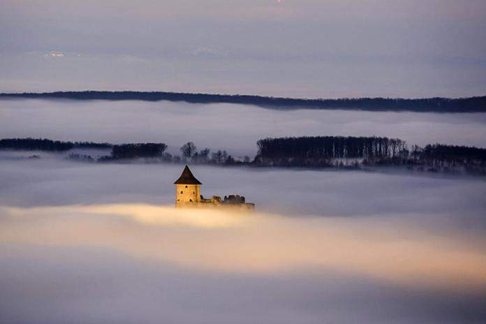 Turisztikai desztináció; a Somoskői vár