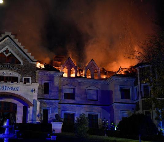 Kigyulladt a Borostyán Med Hotel tetőszerkezete