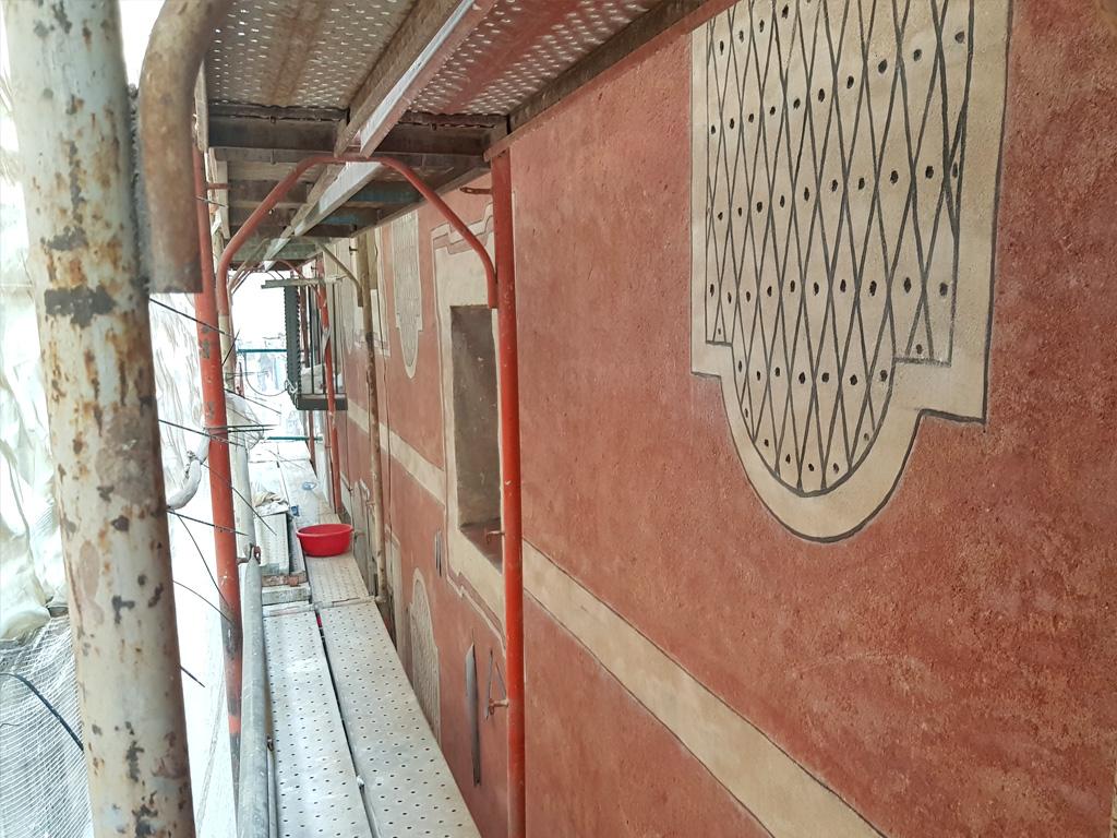 Detalle esgrafiados geométricos recuperados