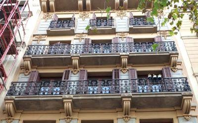 Rehabilitación de la fachada de Plaza Universitat, 6 de Barcelona