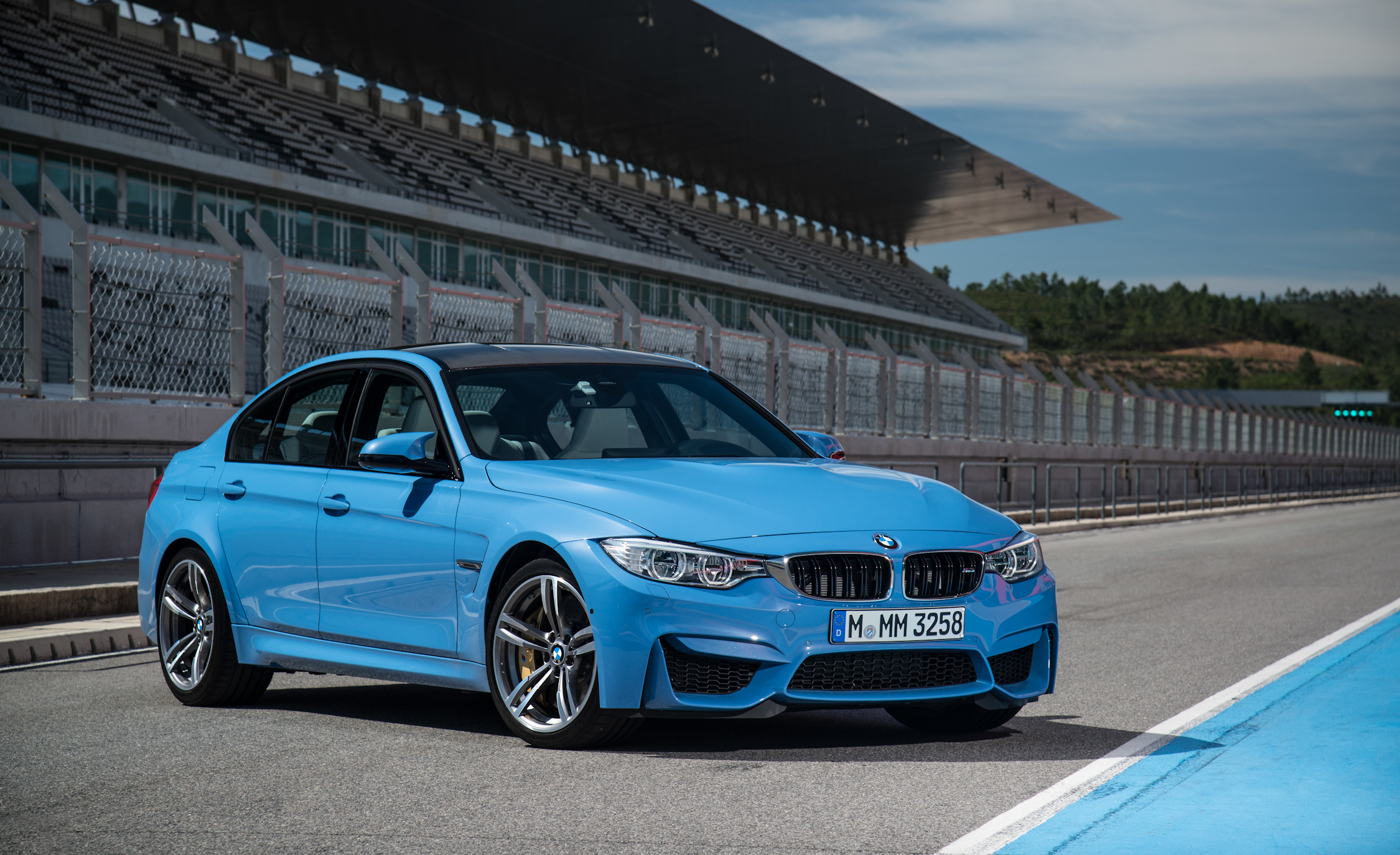 2015 BMW M3 Photo Side and Front