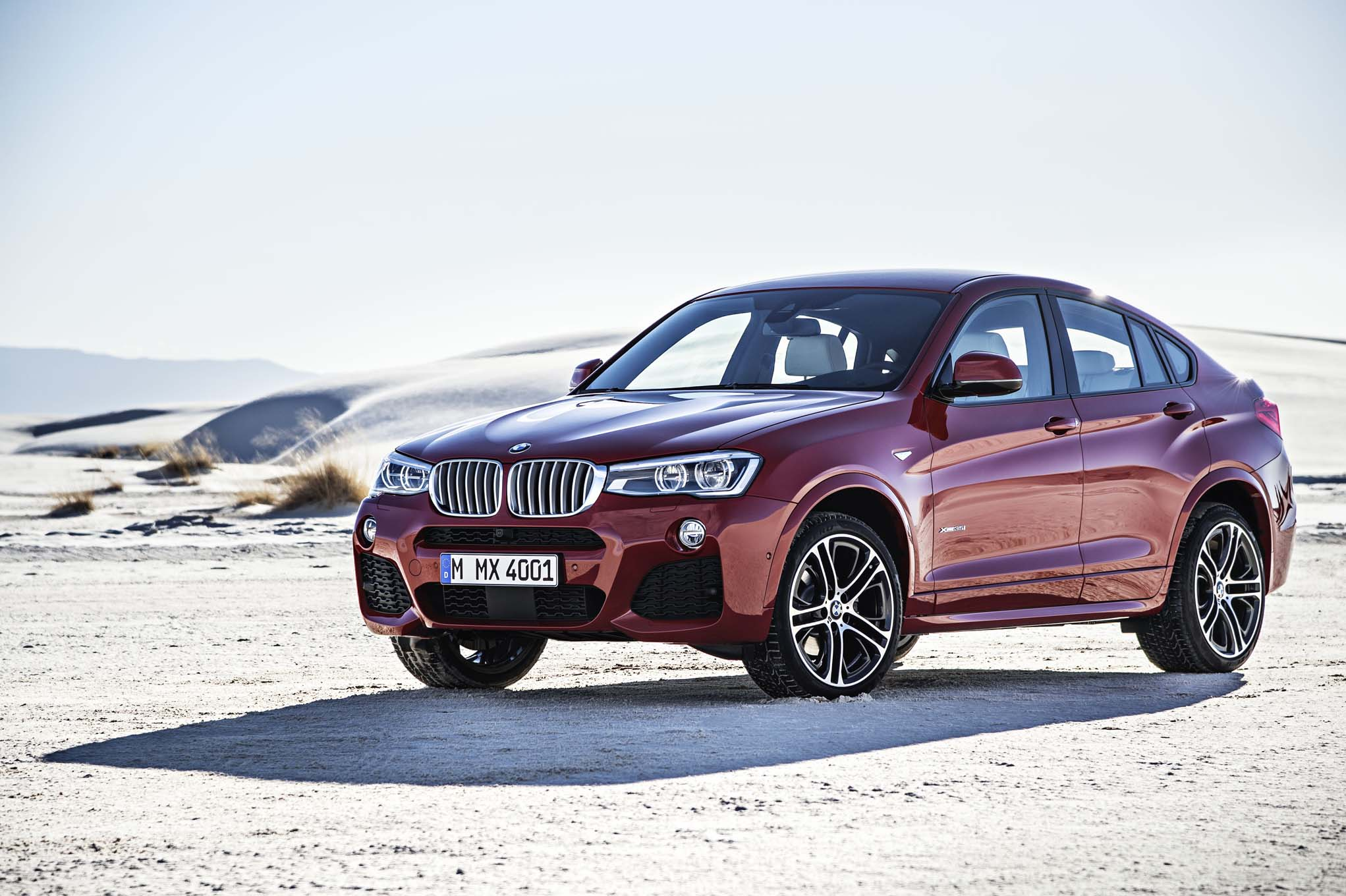 2015 BMW X4 Front Side Photo