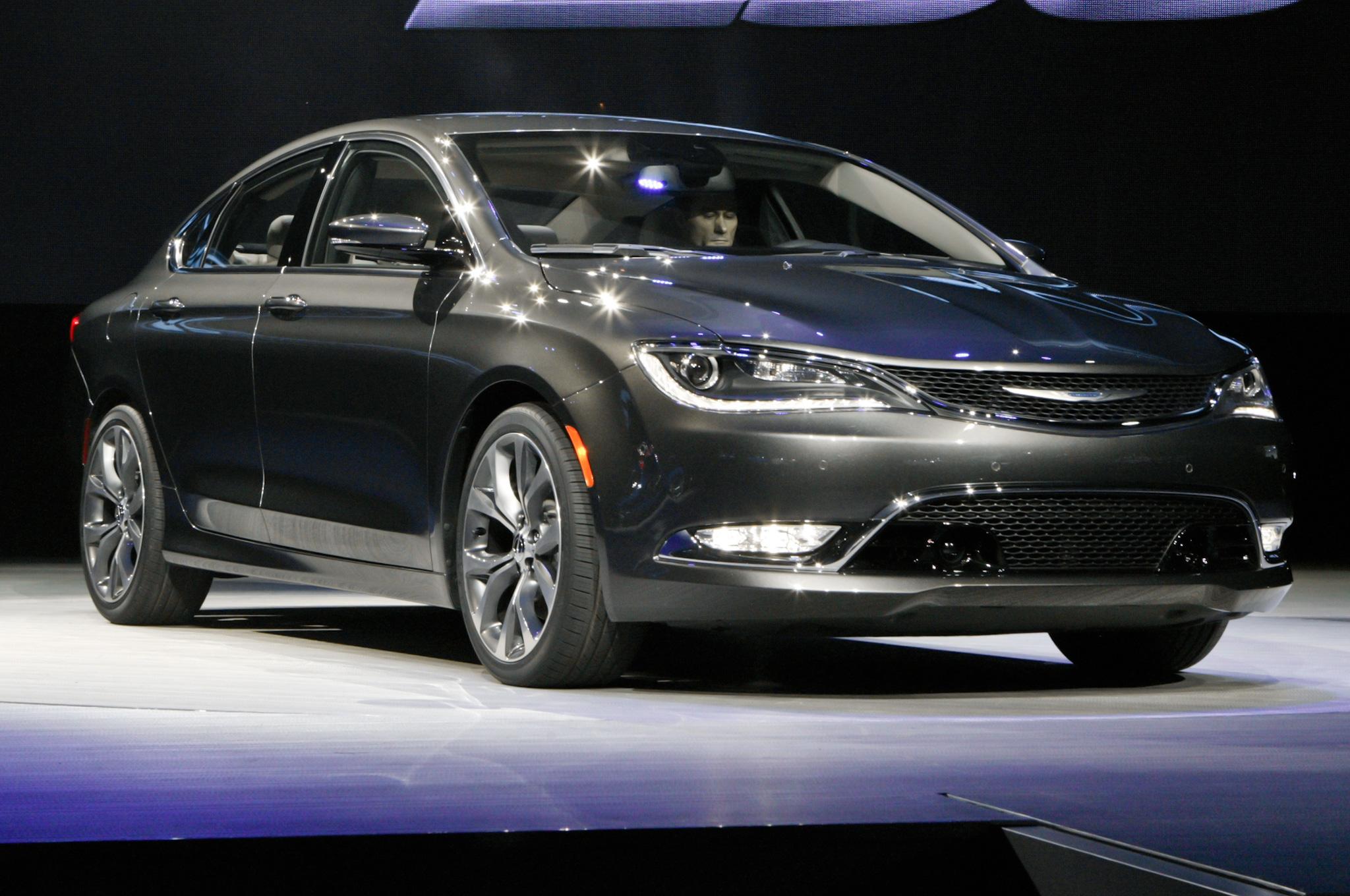 2015 Chrysler 200 Auto Show
