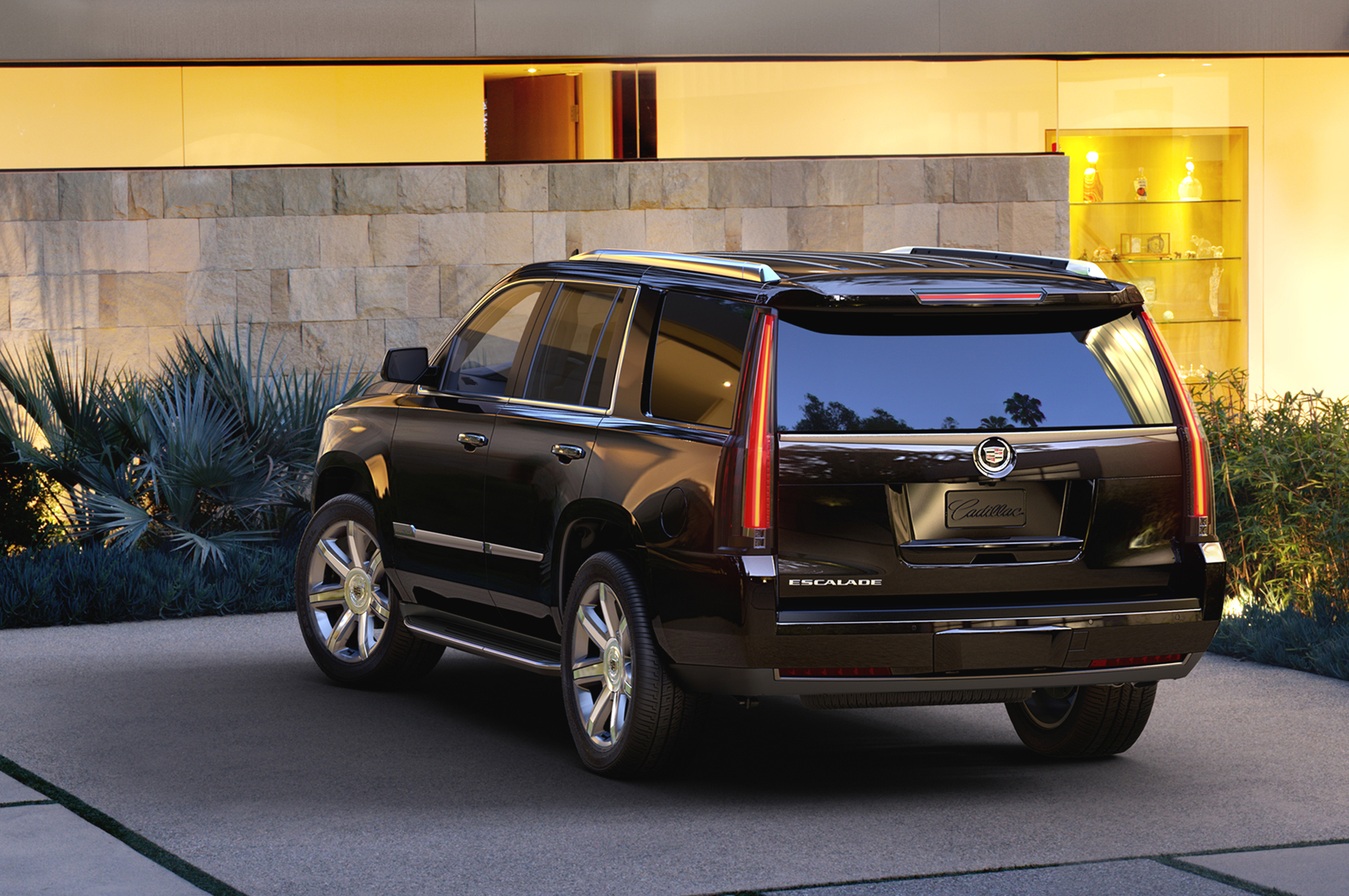2015 Cadillac Escalade Rear Side View