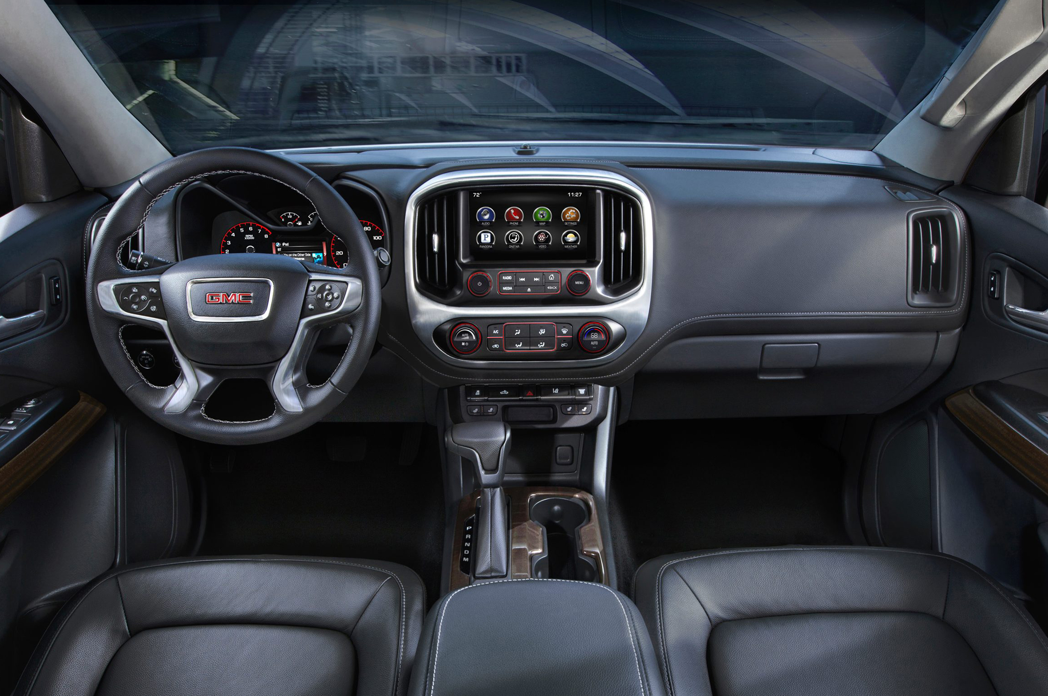 2015 GMC Canyon Dashboard Head Unit and Cockpit
