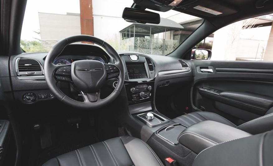 2015 Chrysler 300 Cockpit Interior