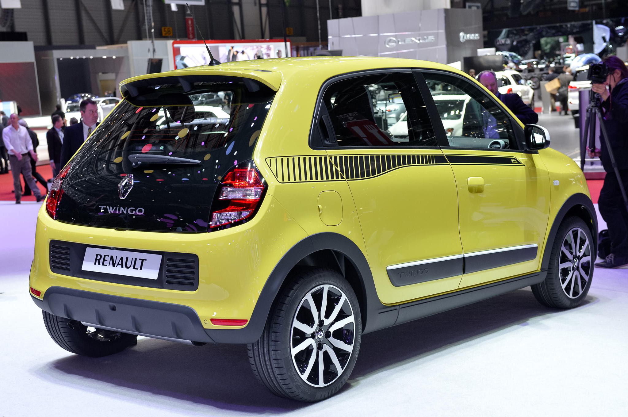 2015 Renault Twingo Yellow Color Rear Side Image