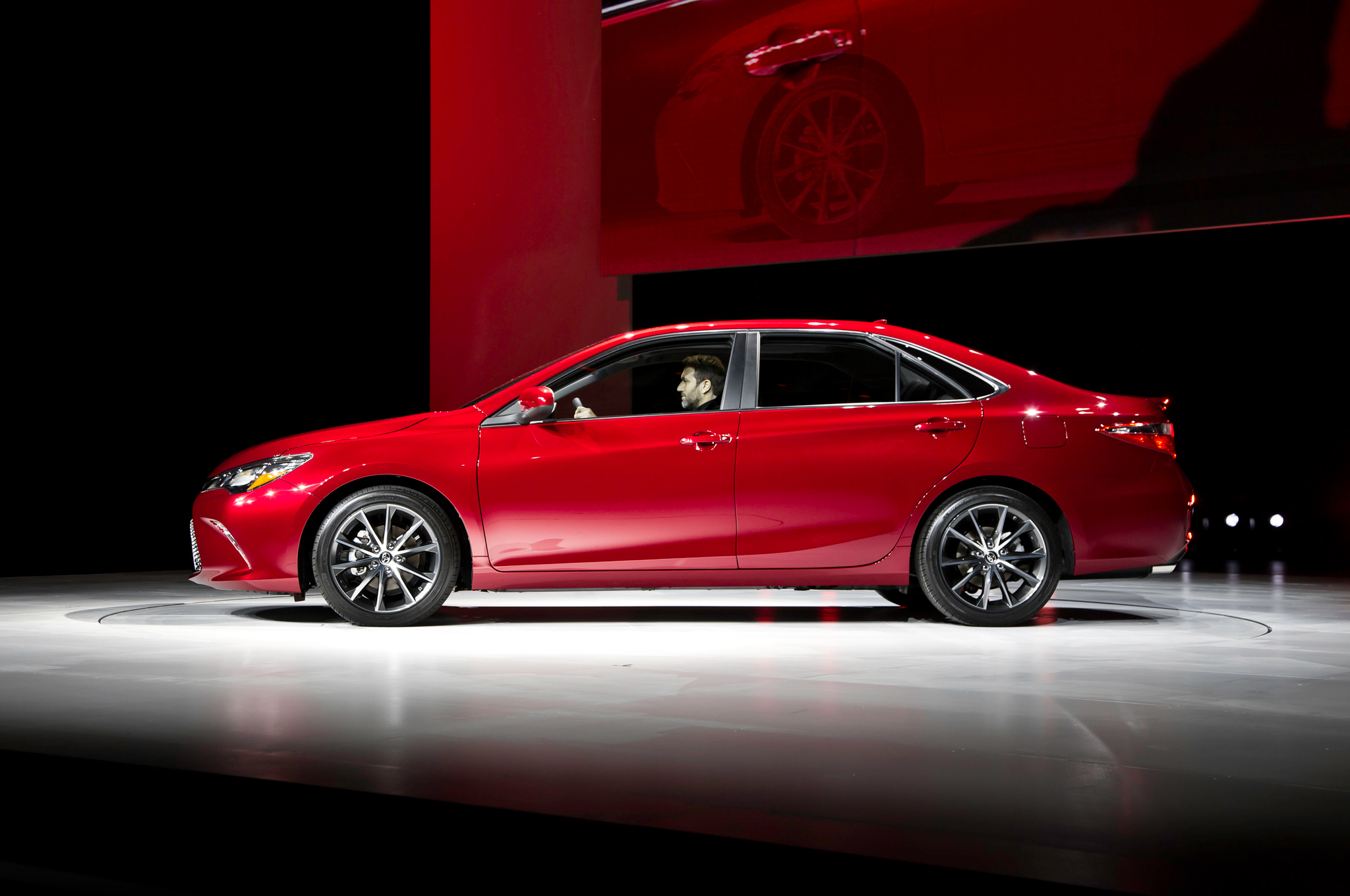 2015 Toyota Camry Side Design Overview