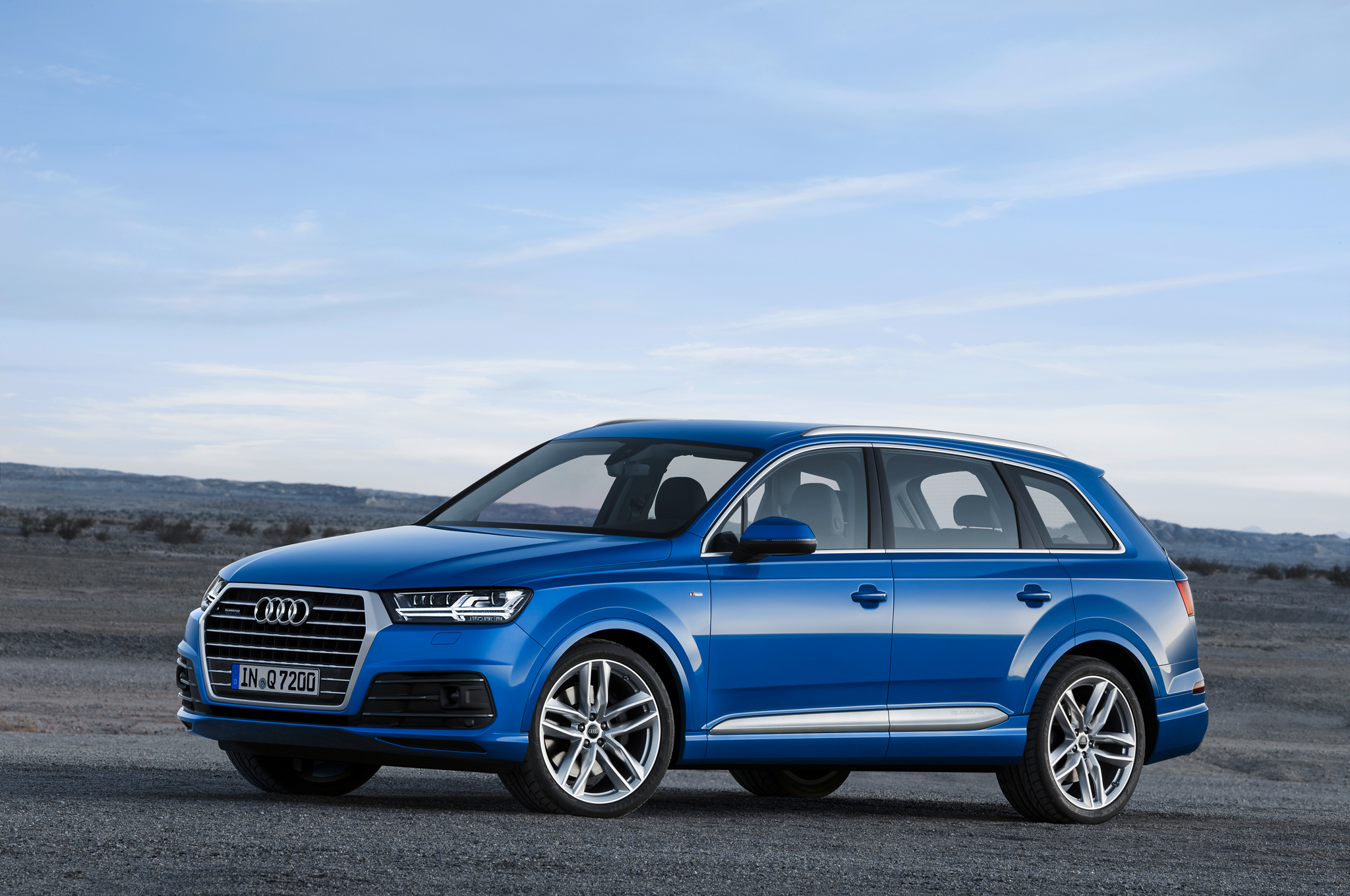 2016 Audi Q7 Front Side View