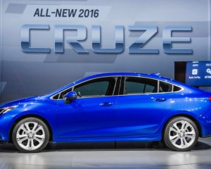 2016 Chevrolet Cruze Left Side Photo