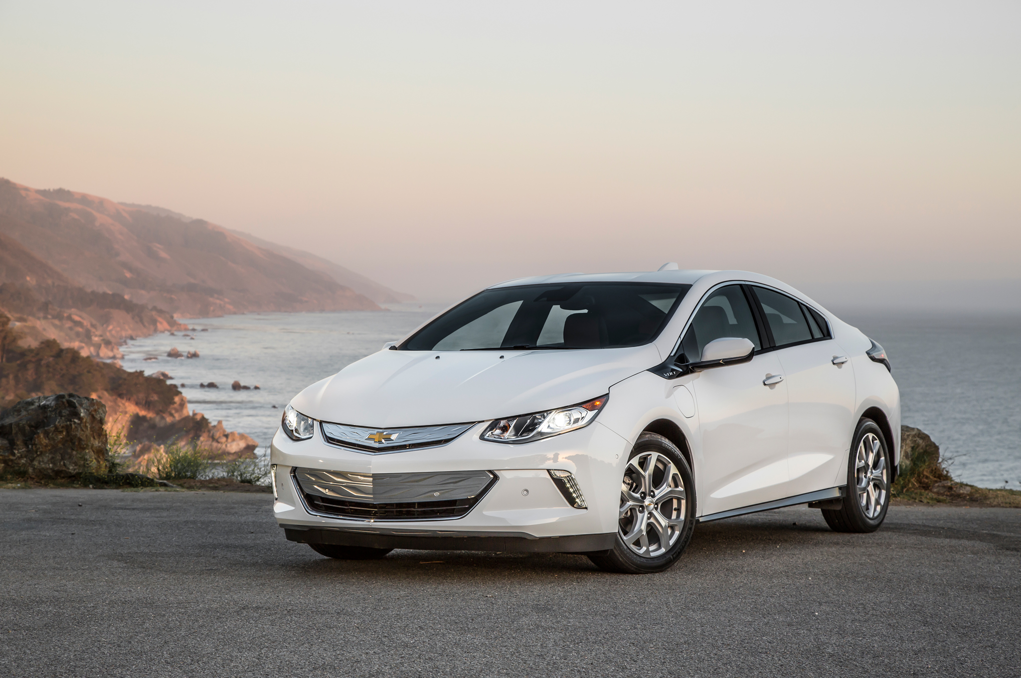 2016 Chevrolet Volt White