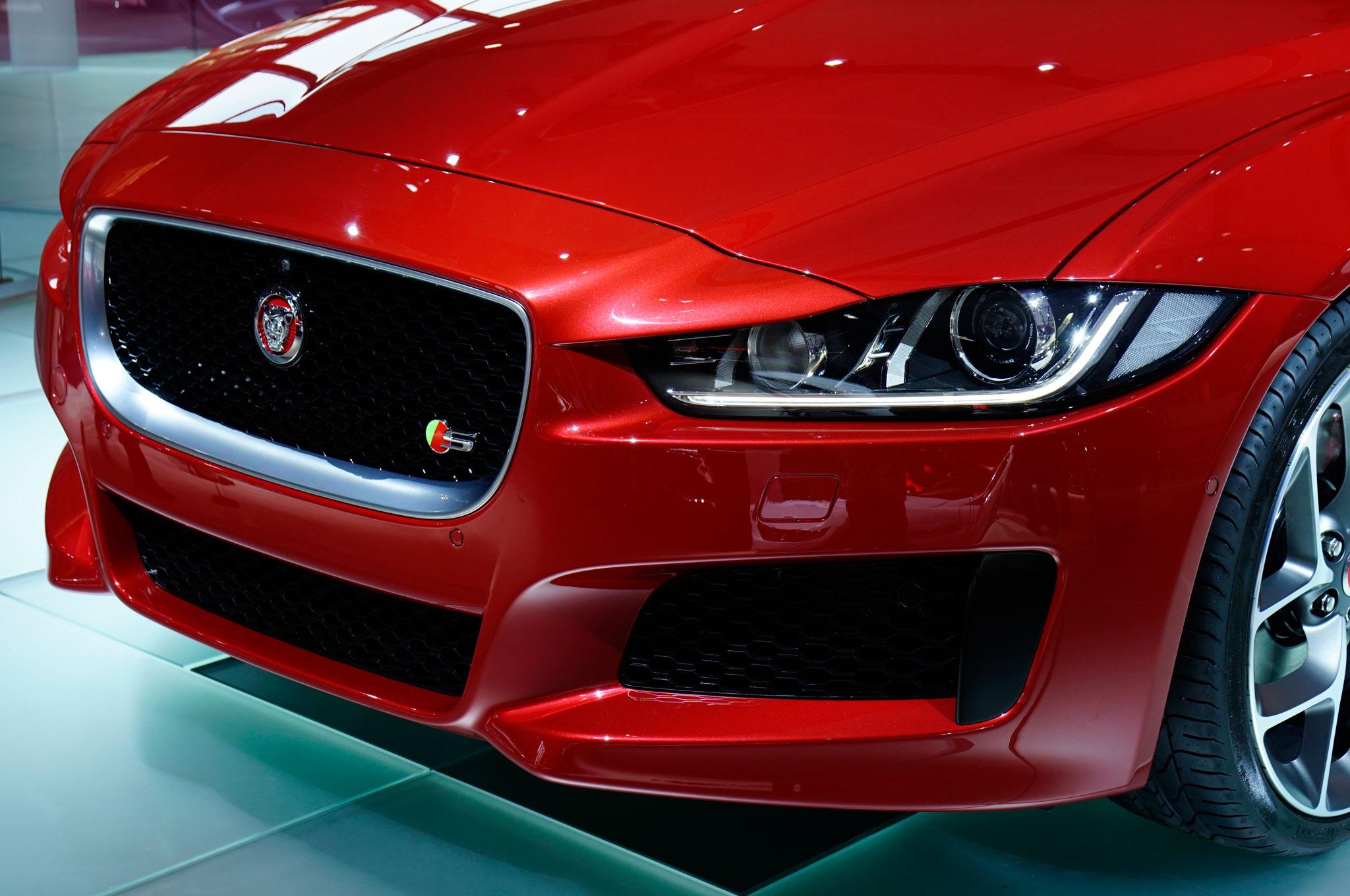 2016 Jaguar XE Front Headlamp