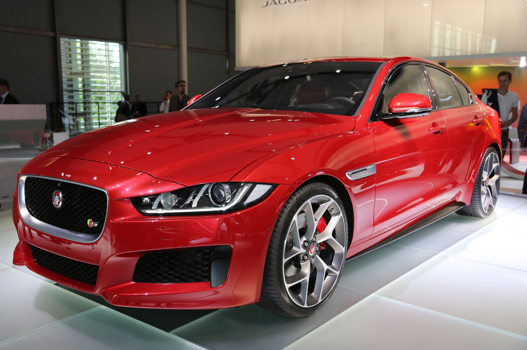 2016 Jaguar XE HD Photo