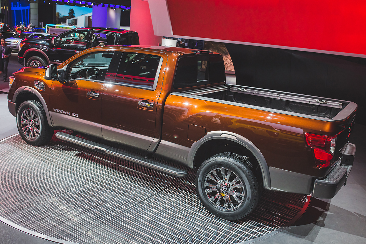 2016 Nissan Titan Left Side Photo