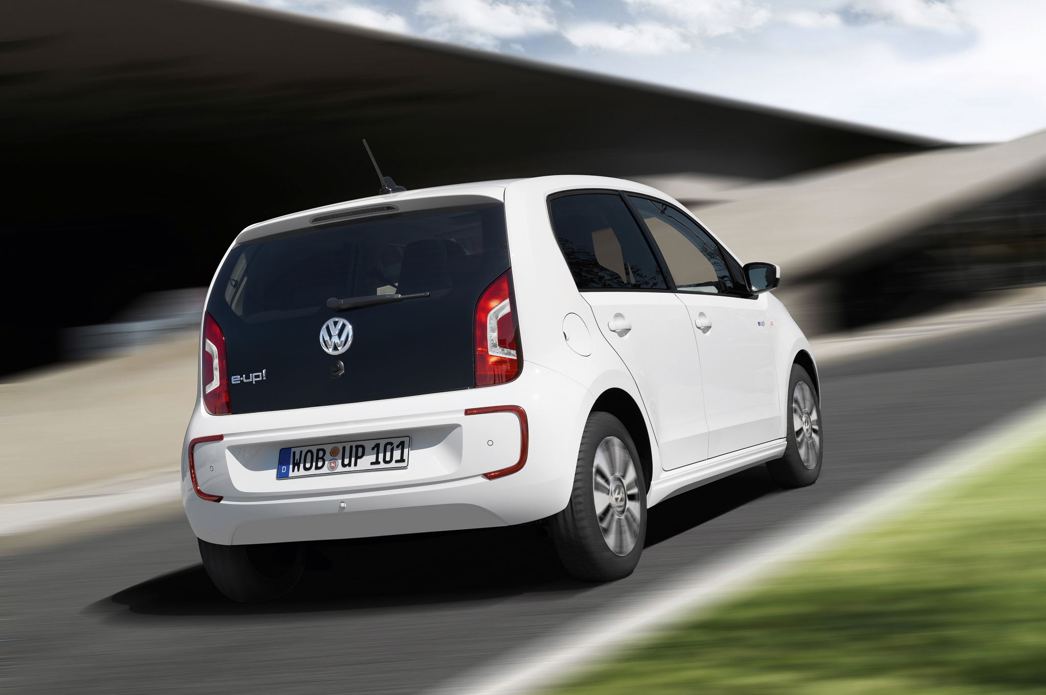 2014 Volkswagen e-Up Rear Side View