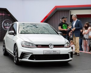 2016 Volkswagen Golf GTI Clubsport Front Angle