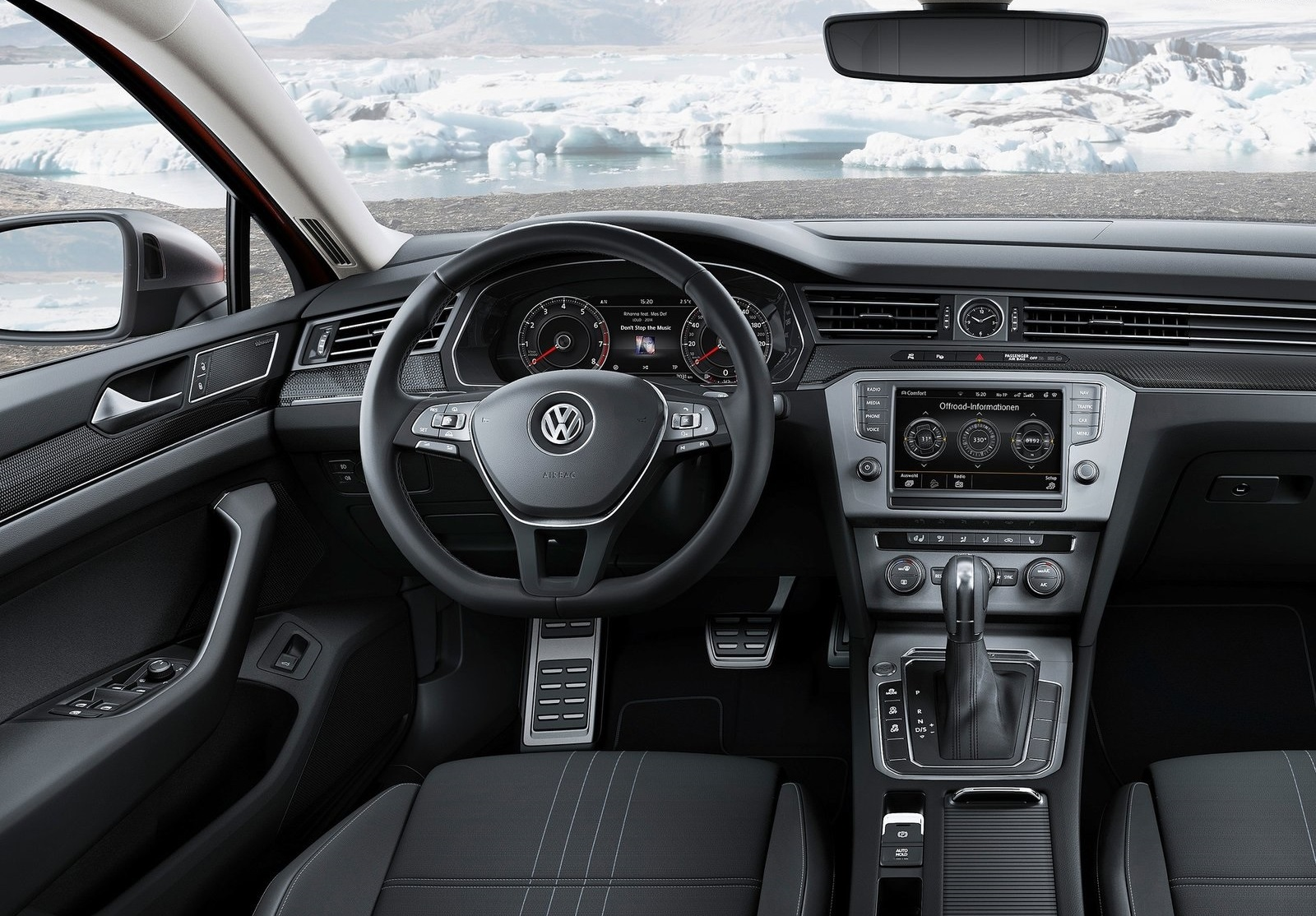 2016 Volkswagen Passat Alltrack Cockpit and Speedometer