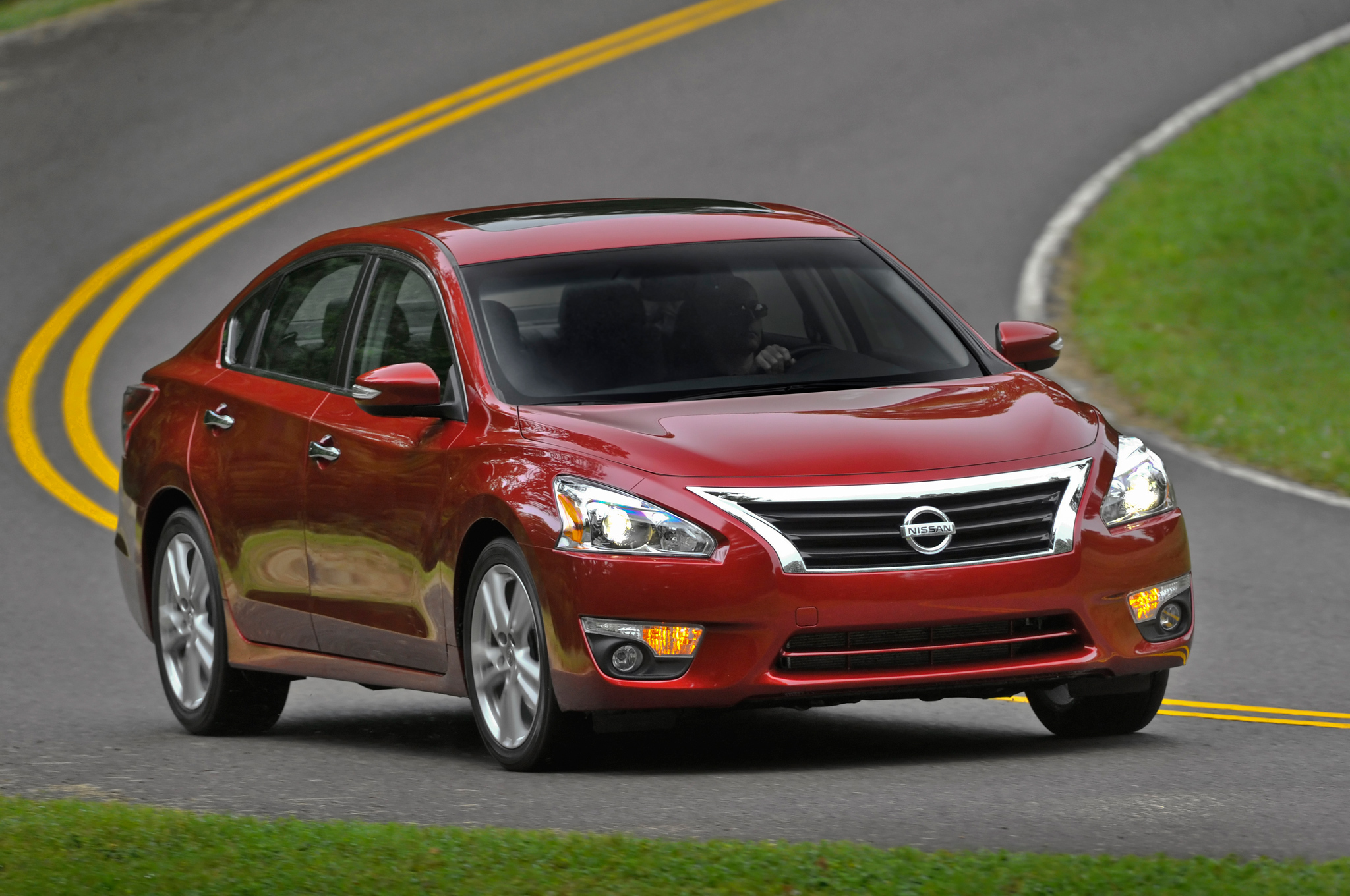 2014 of Nissan Altima (Red)