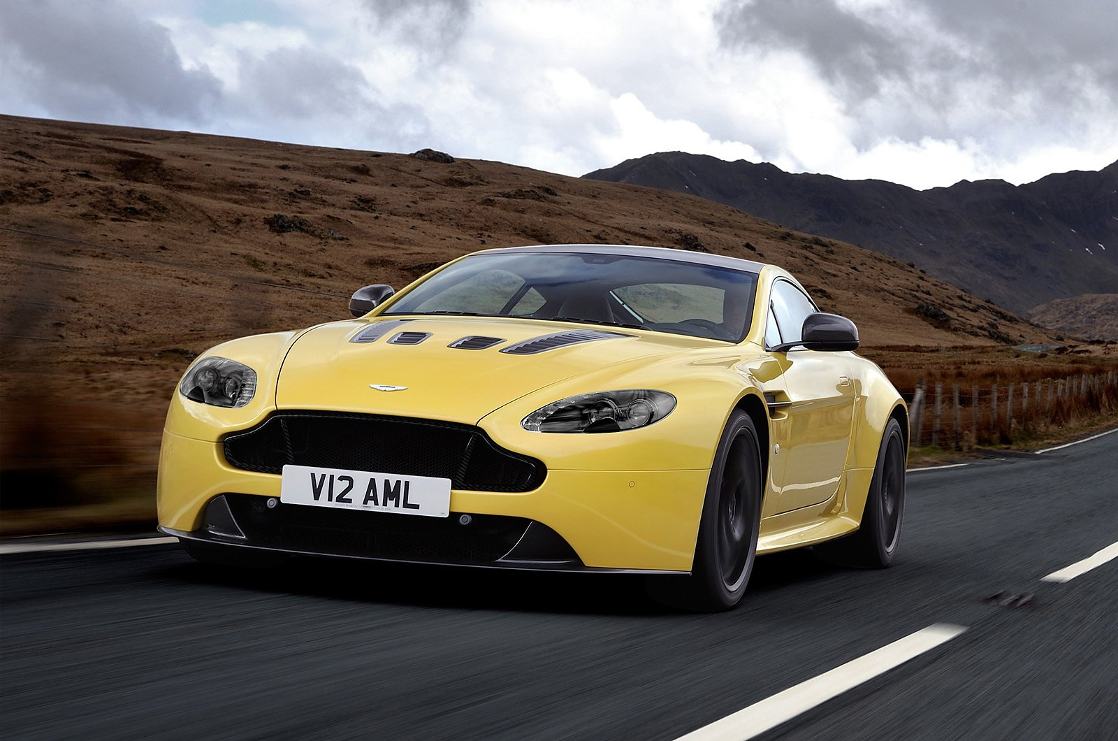 Official 2014 Aston Martin V12 Vantage S