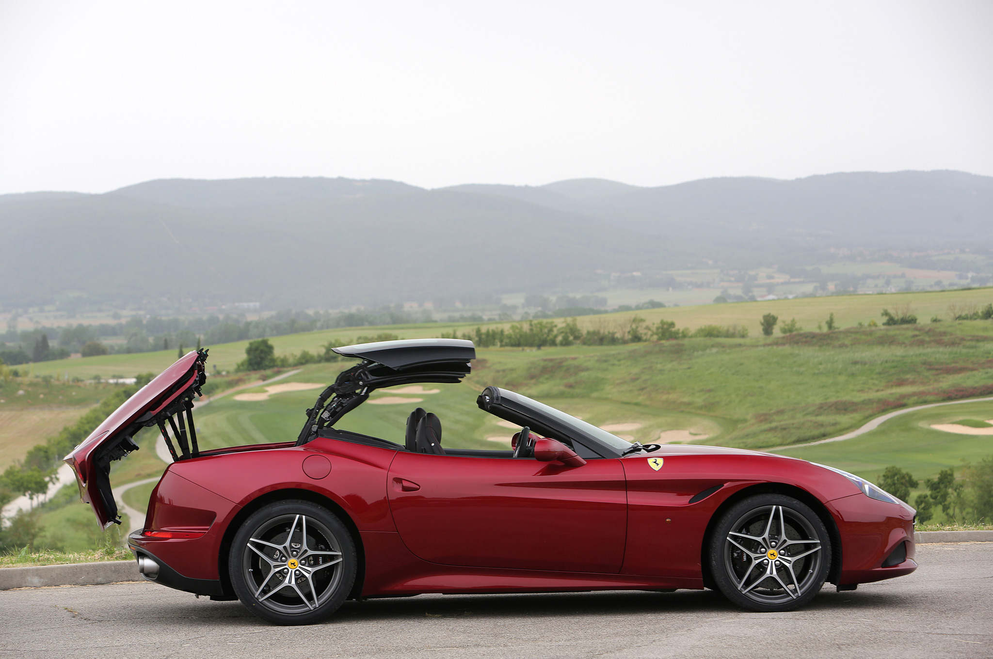 Side Preview: (Red) 2015 Ferrari California T
