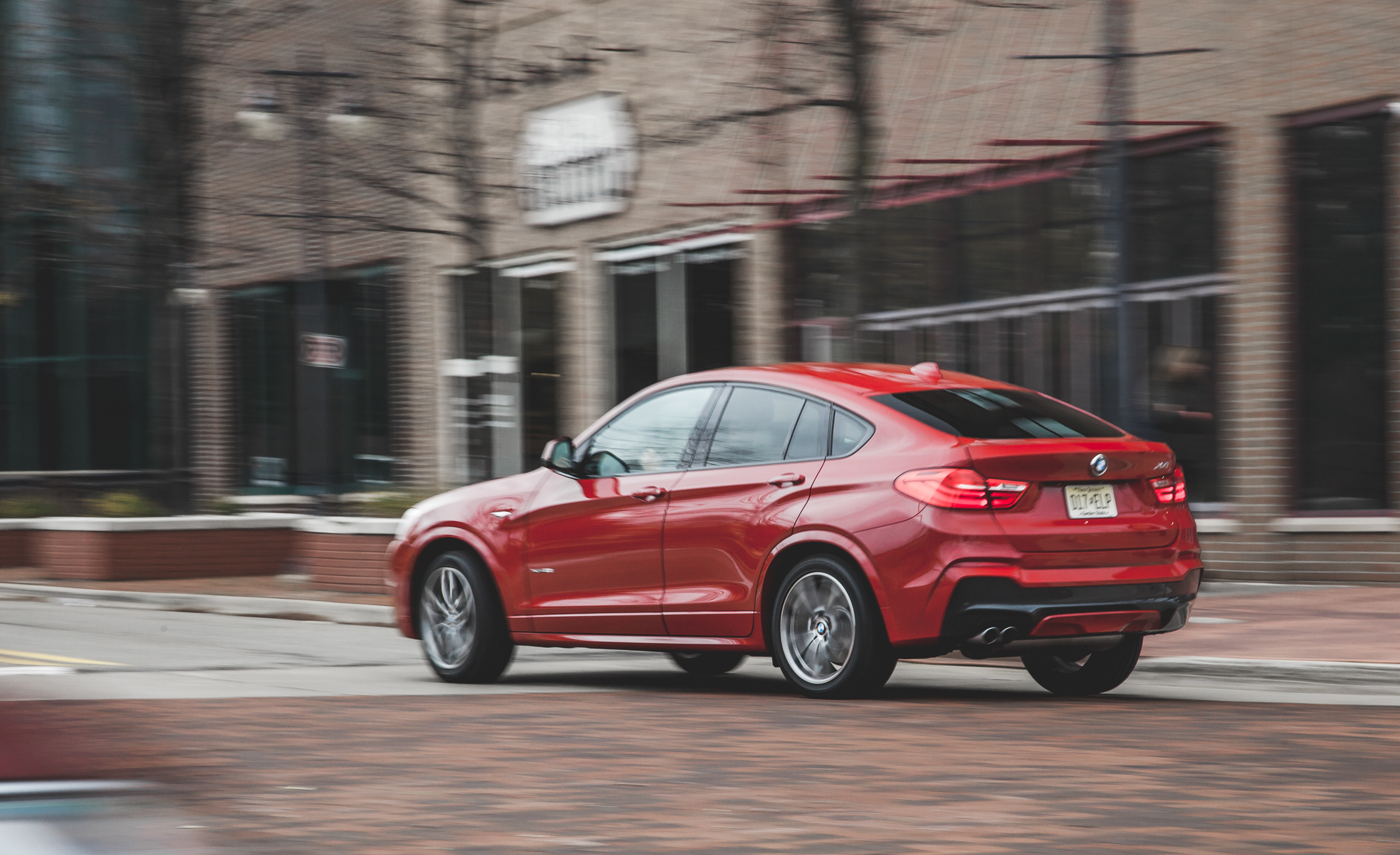 2015 BMW X4 xDrive28i Test Rear and SIde View