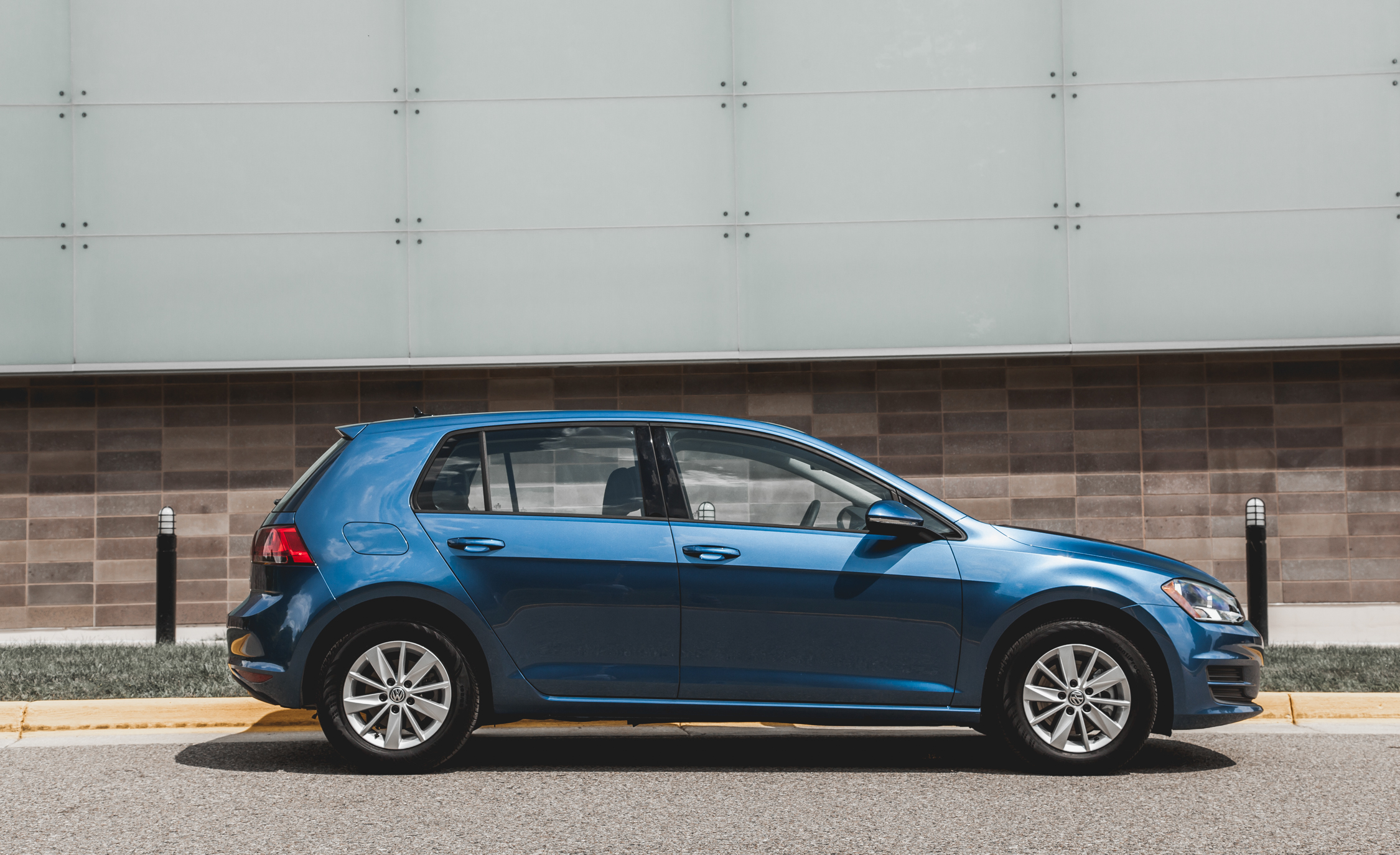 2015 Volkswagen Golf TSI Exterior Side