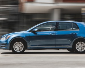 2015 Volkswagen Golf TSI Test Side View