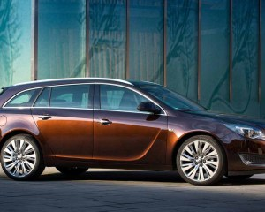 Side Exterior: 2016 Opel Insignia