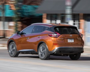 2015 Nissan Murano Platinum AWD Test Side and Rear View