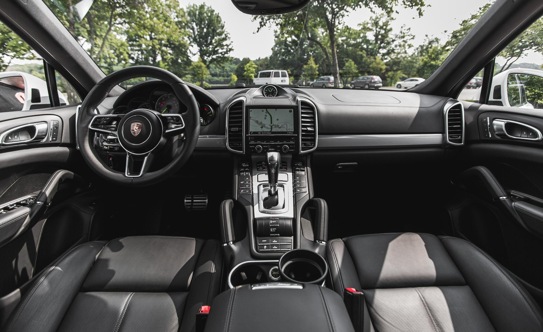 2015 Porsche Cayenne S E-Hybrid Interior