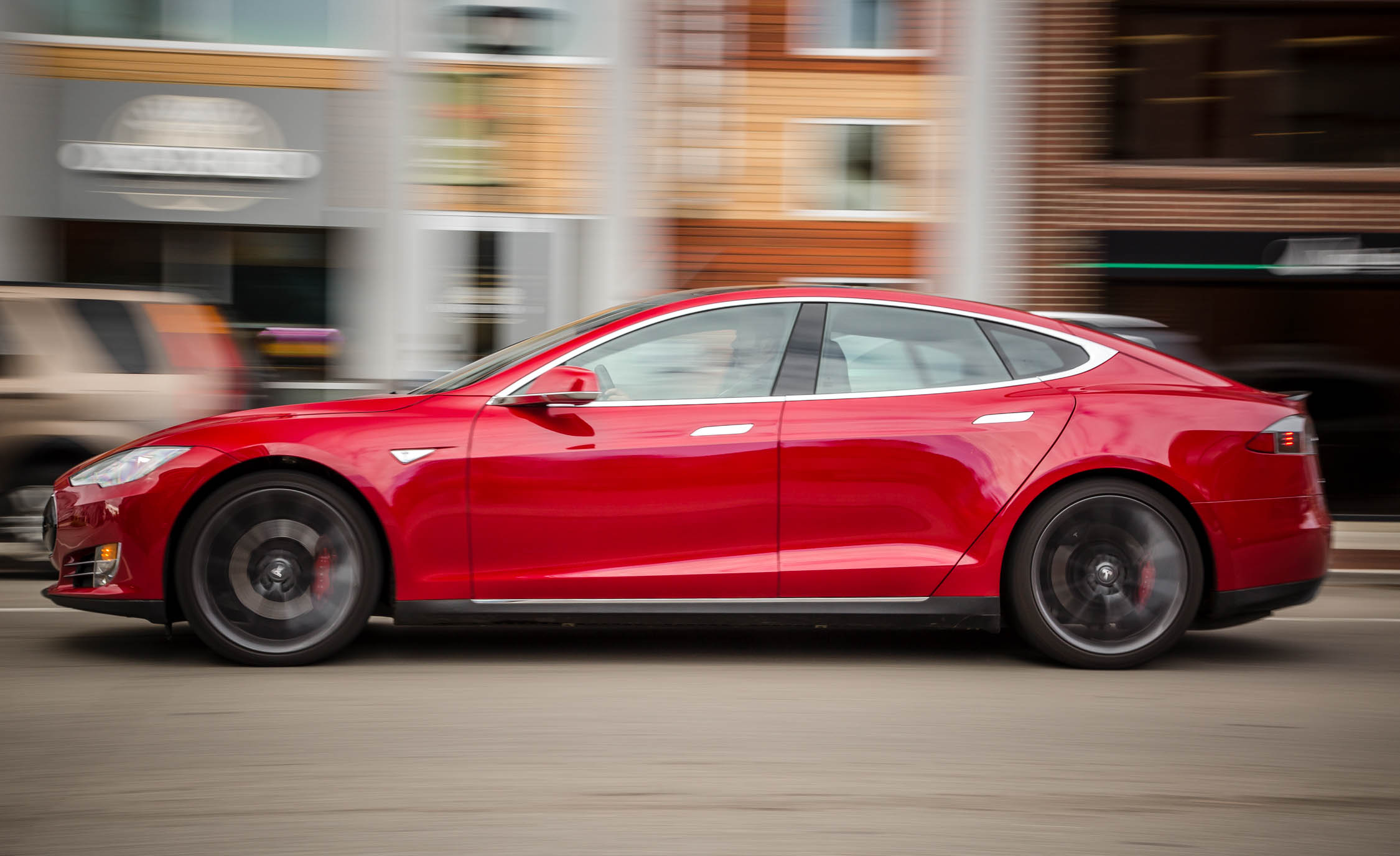 2015 Tesla Model S P85D Side View Test