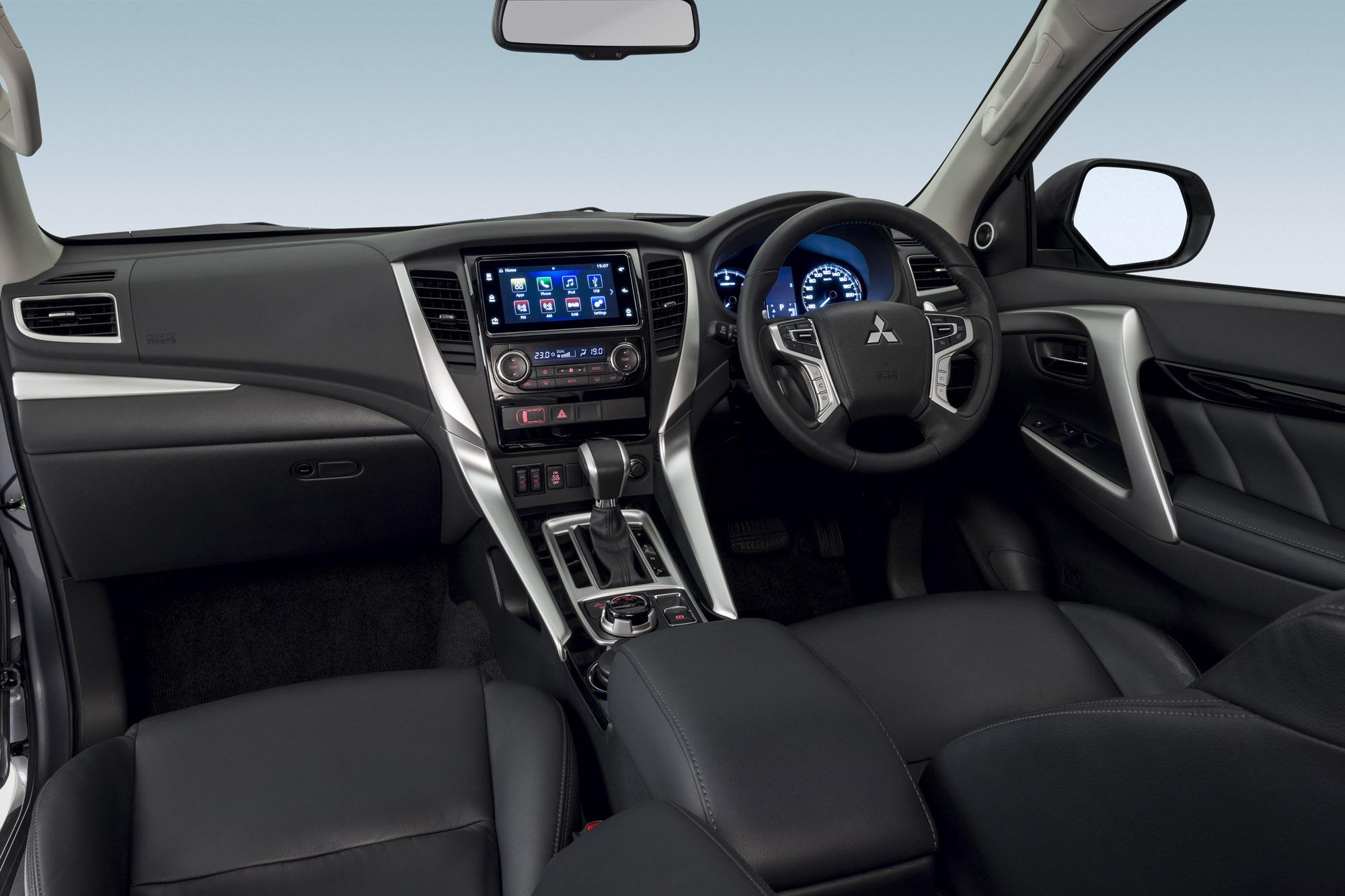2016 Mitsubishi Pajero Sport Dashboard Interior