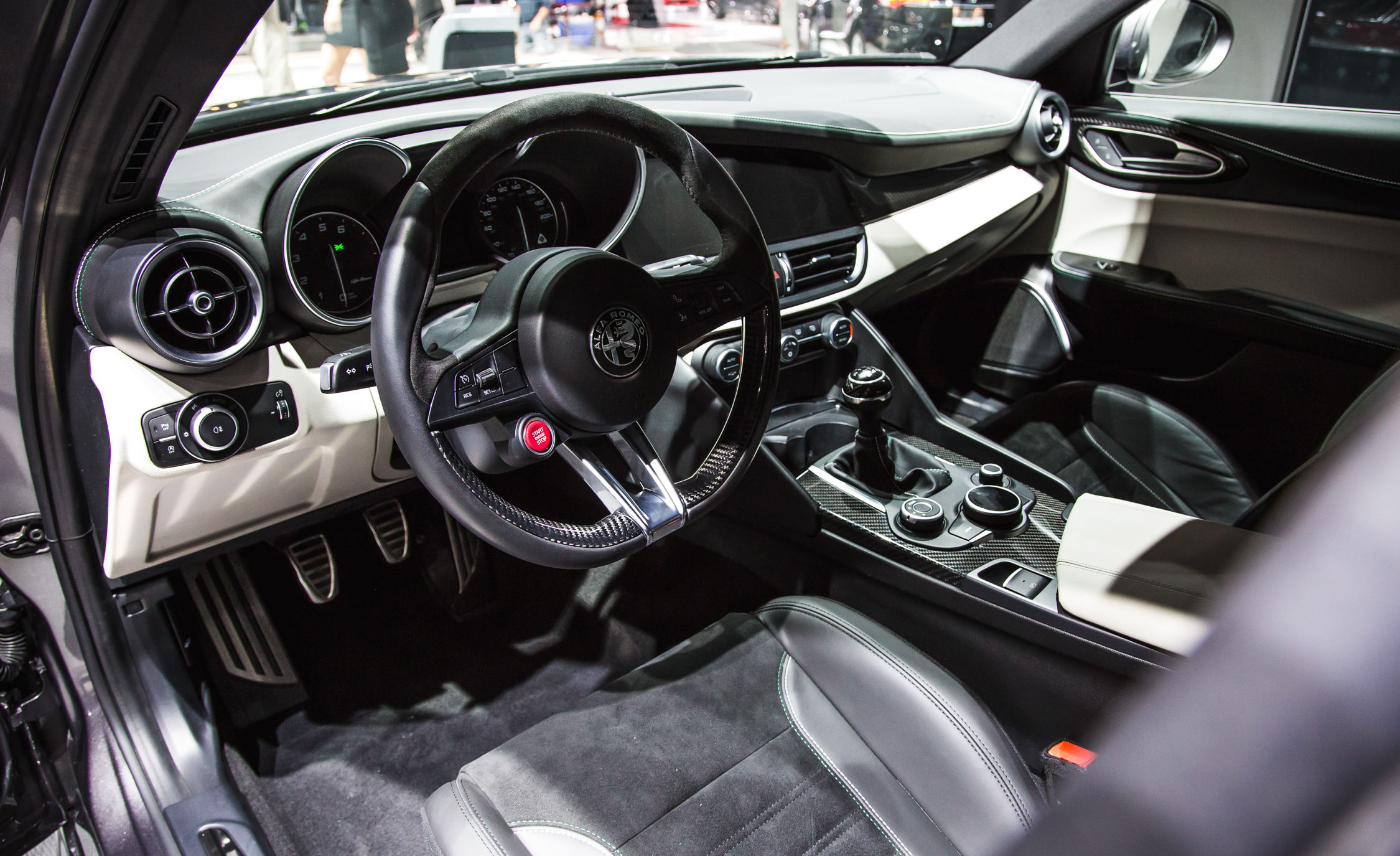 2017 Alfa Romeo Giulia Quadrifoglio Cockpit Interior