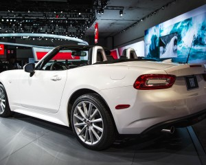 2017 Fiat 124 Spider White Preview