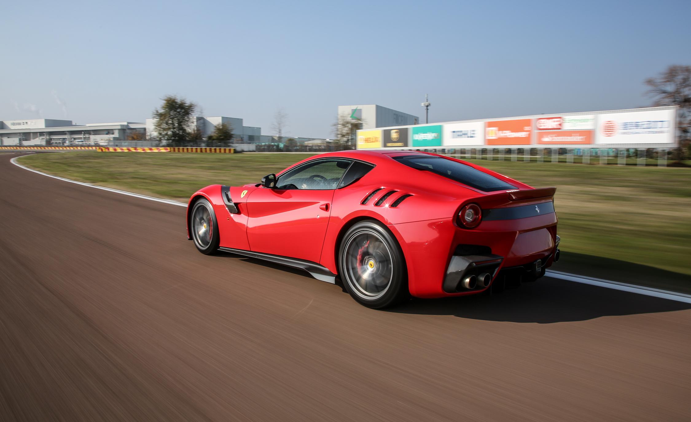 Circuit Test 2016 Ferrari F12tdf
