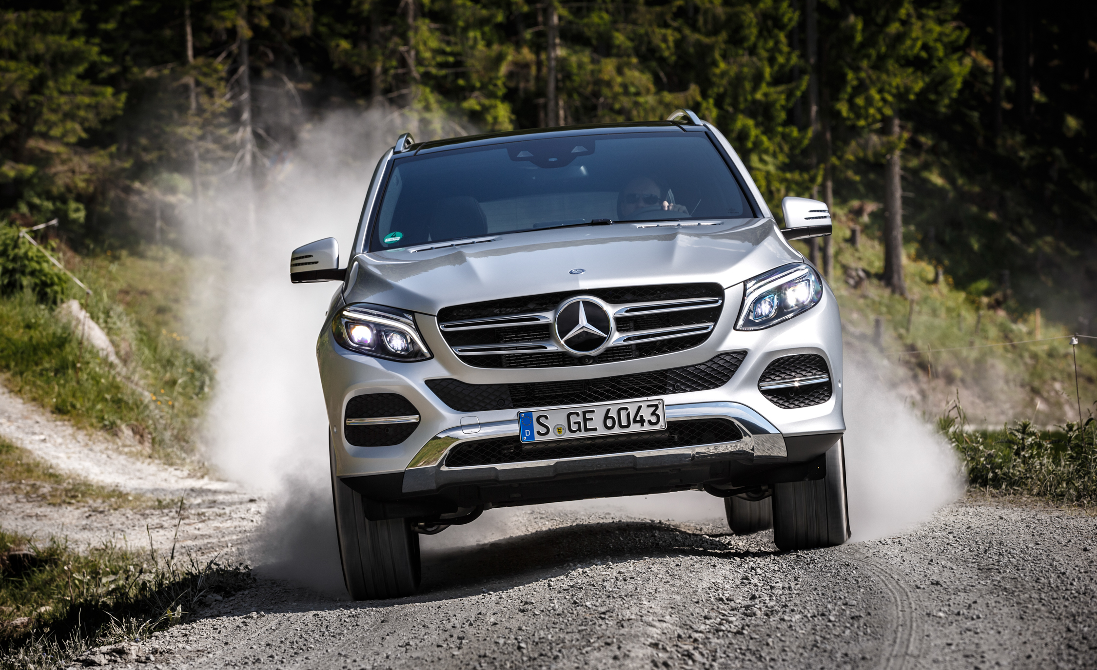 Front View Mercedes-Benz GLE500e 4MATIC 2016