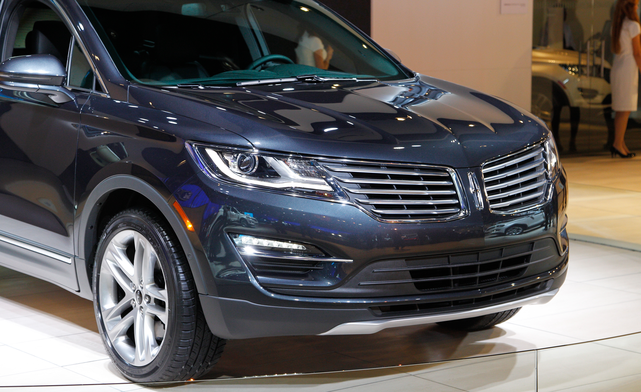Lincoln MKC 2015 Headlamp and Grille