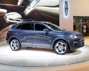Lincoln MKC 2015 Side View