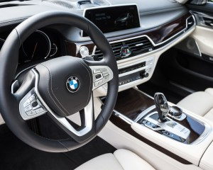 2016 BMW 750i xDrive Interior Steering