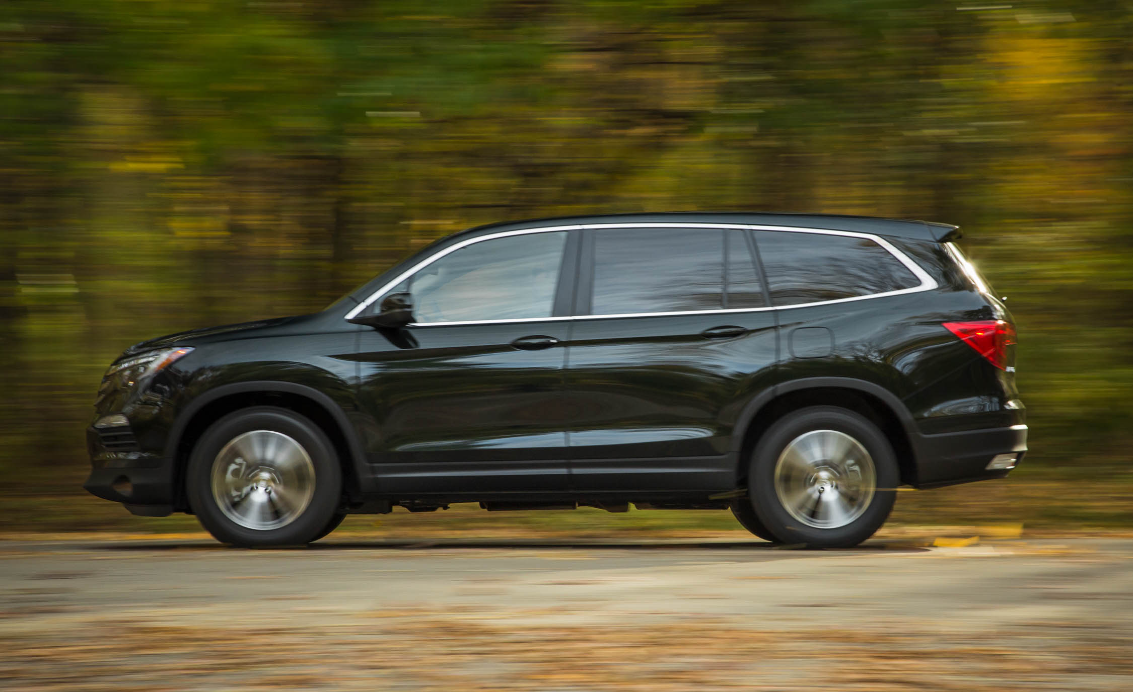 2016 Honda Pilot EX FWD Test Side View