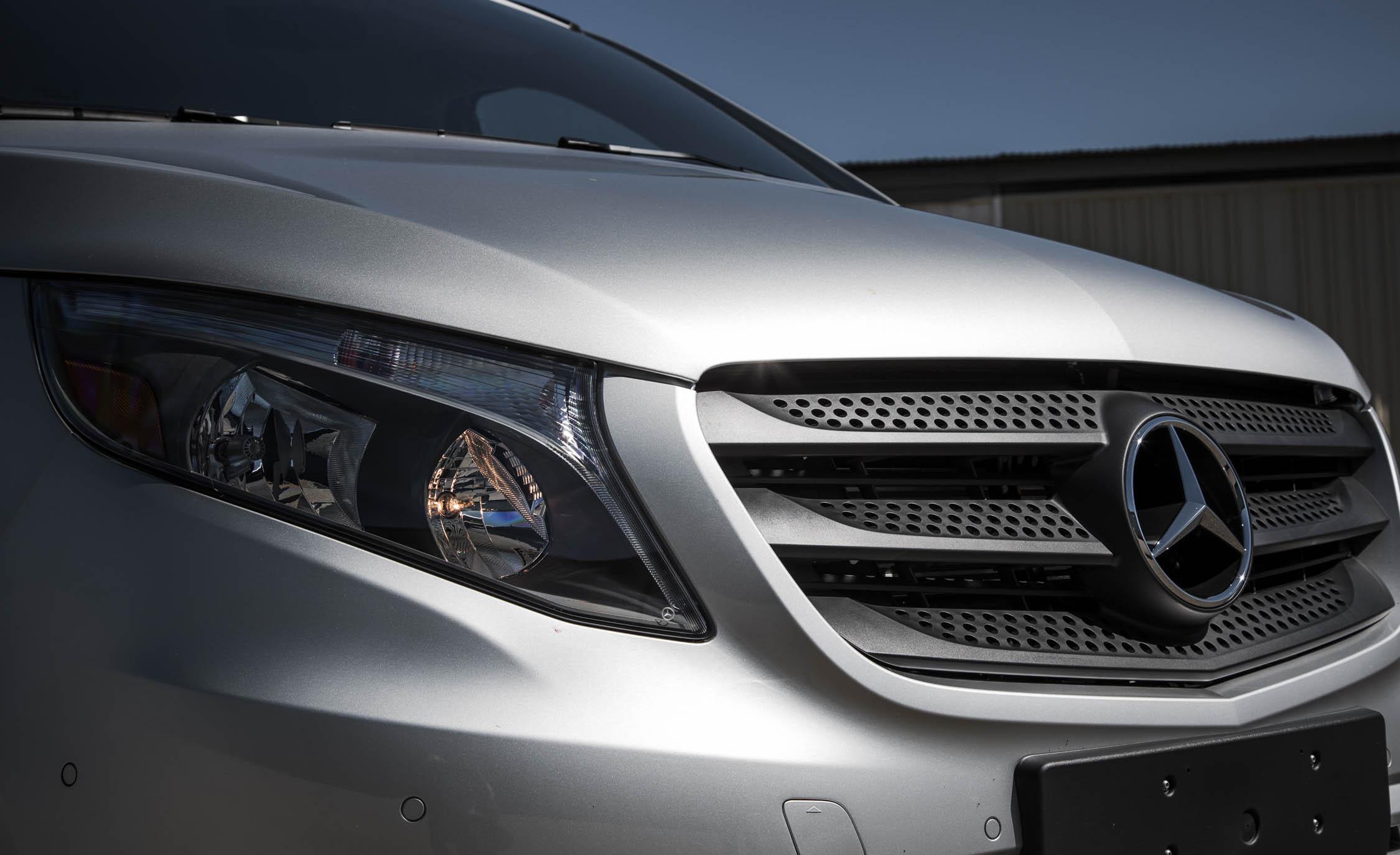 2016 Mercedes-Benz Metris Exterior Grille and Headlight