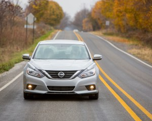 2016 Nissan Altima SV Exterior Silver Front View