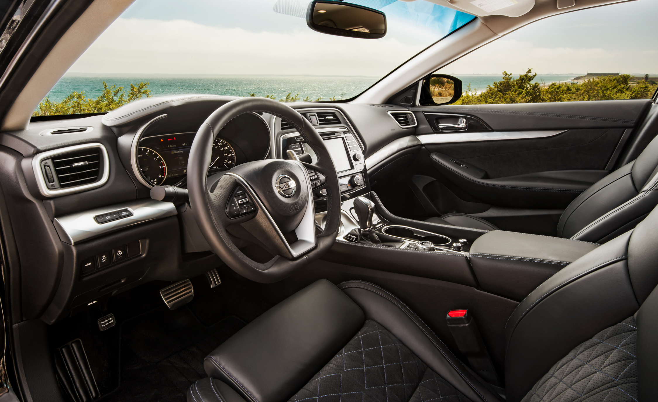 2016 Nissan Maxima SR Interior